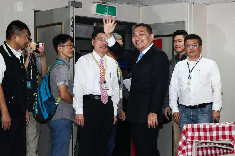 20181112-新北市第三屆市長選舉公辦電視政見發表會。圖為侯友宜(左4)。(蔡親傑攝)
