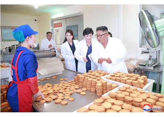 2018年7月,金正恩視察松濤園綜合食品廠(勞動新聞)