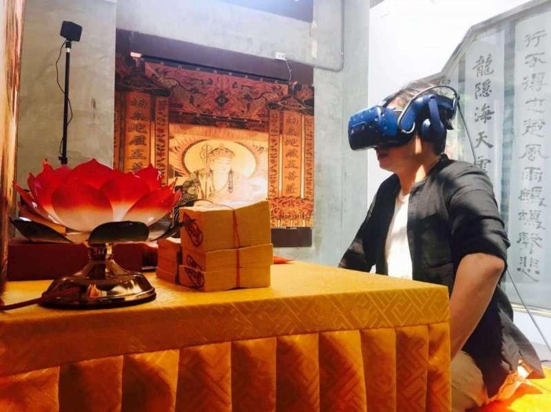 〈帶你上天堂〉VR體驗區布置逼真,讓人更有沉浸感。(圖/文化+)