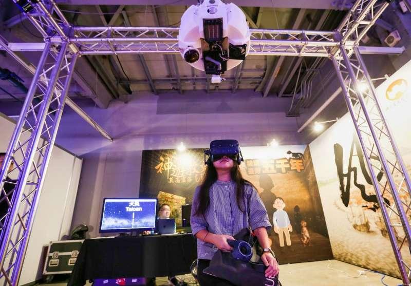 用「虛擬」VR,表達「真實」自我。(圖/文化+提供)