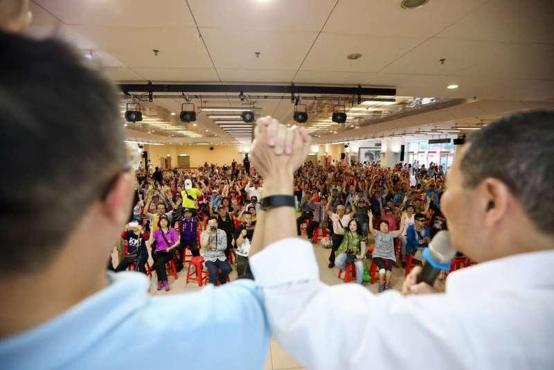 20181116-國民黨新北市長候選人侯友宜16日下午出與三重市議員參選人王威元的聯合造勢大會。(侯友宜辦公室提供)