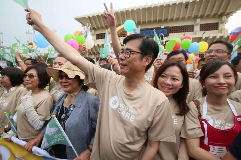 20181117-民進黨高雄市長候選人陳其邁,17日下午參加由民間發起的高雄「weCARE大氣球遊行」。(新新聞柯承惠攝)