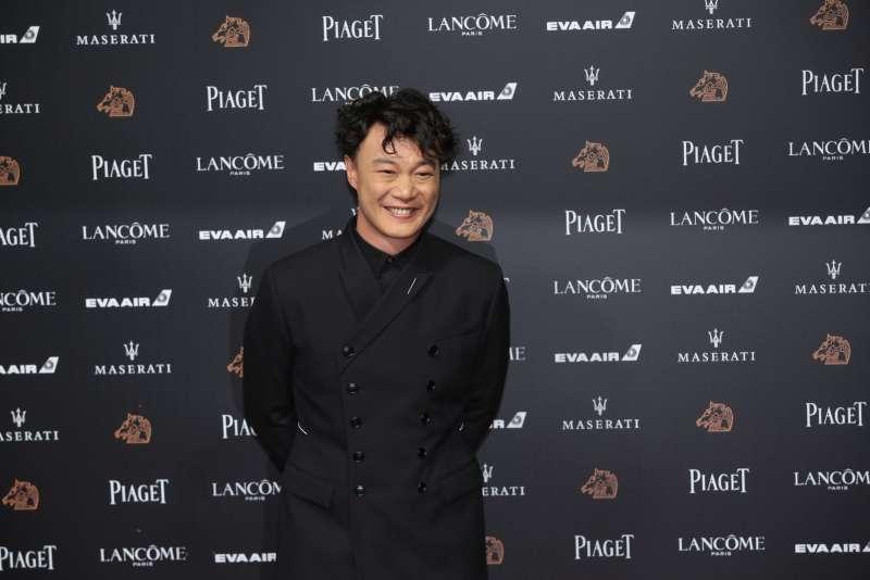 陳奕迅一席黑色勁裝,踏上紅毯。(顏麟宇攝)