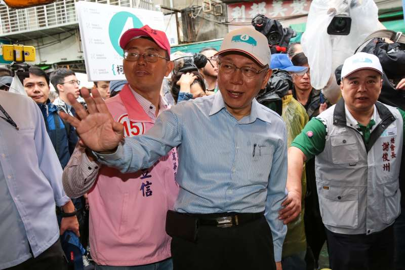 20181117-台北市長柯文哲17日至萬華雙和市場掃街拜票。(顏麟宇攝)