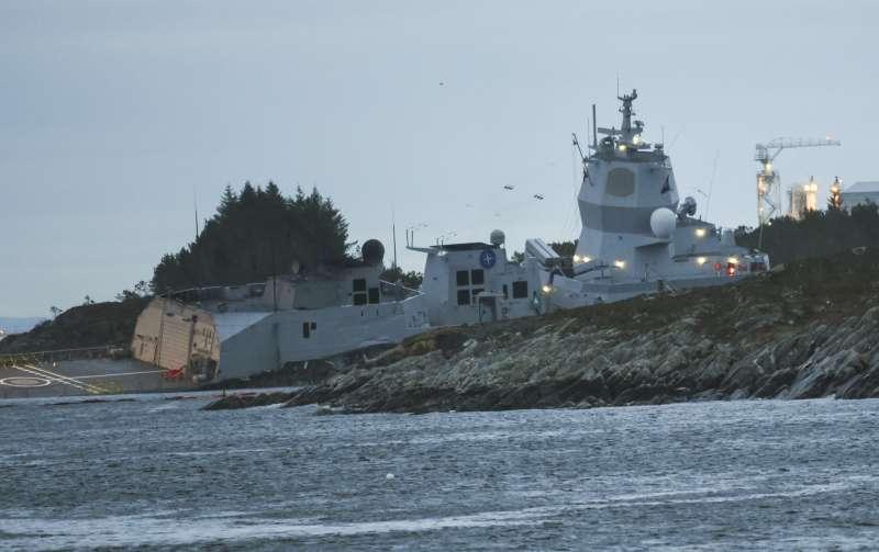 挪威一艘軍艦在11月8日與郵輪相撞。(AP)