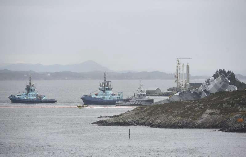 挪威一艘軍艦在11月8日與郵輪相撞,船隻在本週稍早沈沒。(AP)