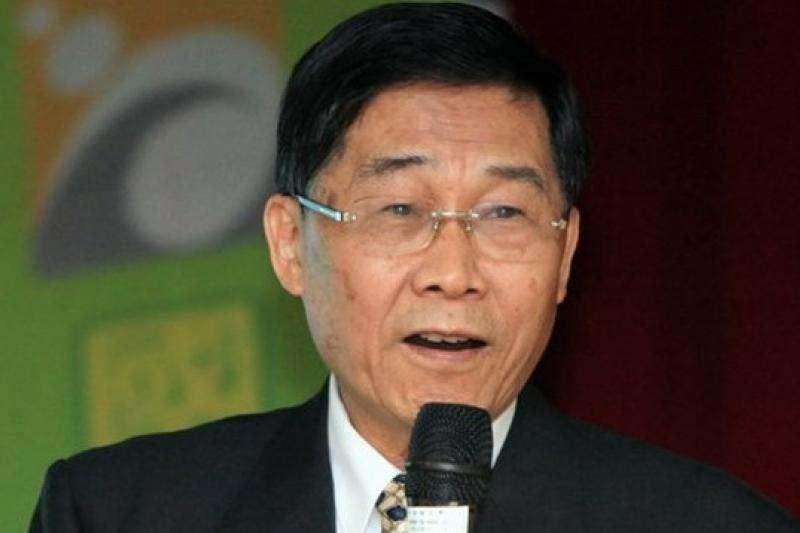 參選高雄市長却因選前「走路工事件」衝擊,最終以一千多票之差落選的已故考試委員黃俊英。