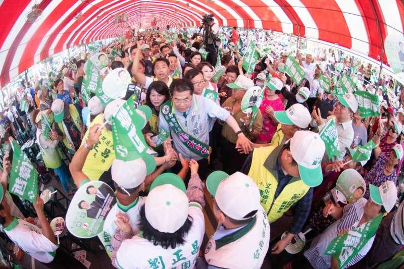 20181119-民進黨台南市長候選人黃偉哲昨(18)日舉行大型造勢活動。(黃偉哲競選辦公室提供)