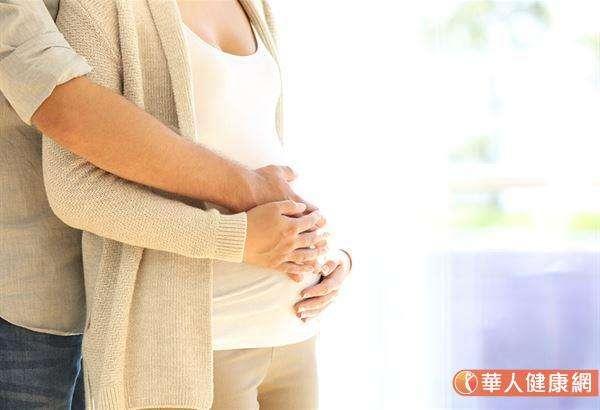 若孕妈咪经检查发现有子宫颈过短、子宫颈闭锁不全、前置胎盘问题。抑或是,孕期间曾出现阴道出血者,甚至有胎盘早期剥离可能性的妇女,则建议应按照医师指示适度安胎、避免有性生活。(图/华人健康网提供)