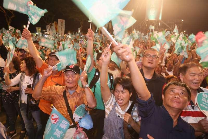 陳其邁營舉辦選前最後一個周日造勢晚會,希望激起既有支持者的熱情。(柯承惠攝)