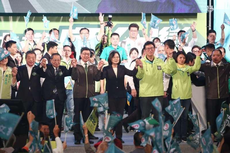 20181121-總統蔡英文出席姚文智「改革不回頭,鬥陣顧台灣」台北市造勢晚會。(陳品佑攝)