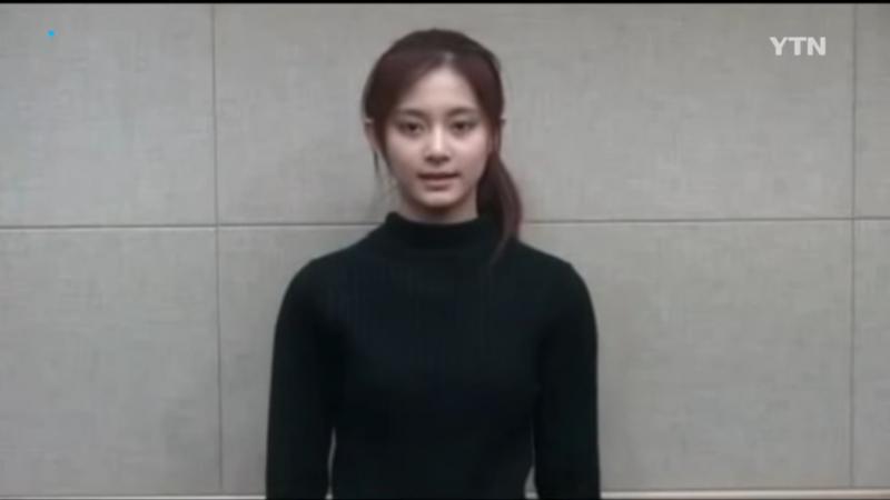 在選前一晚,JYP娛樂安排周子瑜錄製影片公開道歉,並聲明自己是一個中國人,影片中的周子瑜臉色蒼白、神情頹喪,引起部分台灣民眾反中國打壓的情緒。(圖/翻攝自youtube)