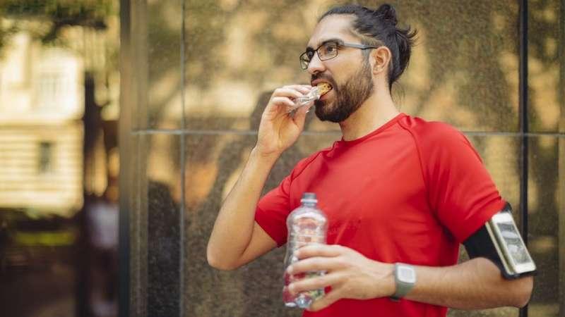 帶點水、食物一起去逛街,能夠讓你逛更久。(圖/BBC中文網)
