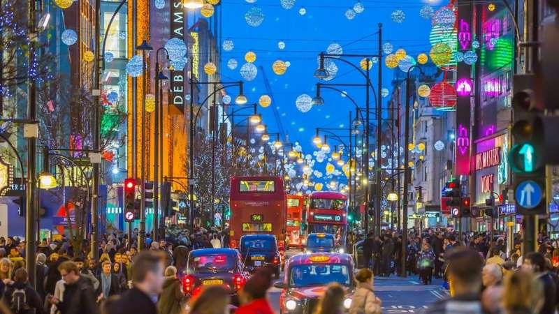 逛街購物絕對就是要開心!(圖/BBC中文網)