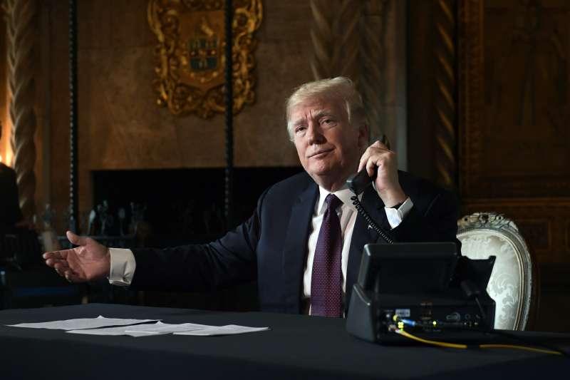 2018年11月21日,感恩節前夕,美國總統川普打電話慰勞海外美軍官兵(AP)