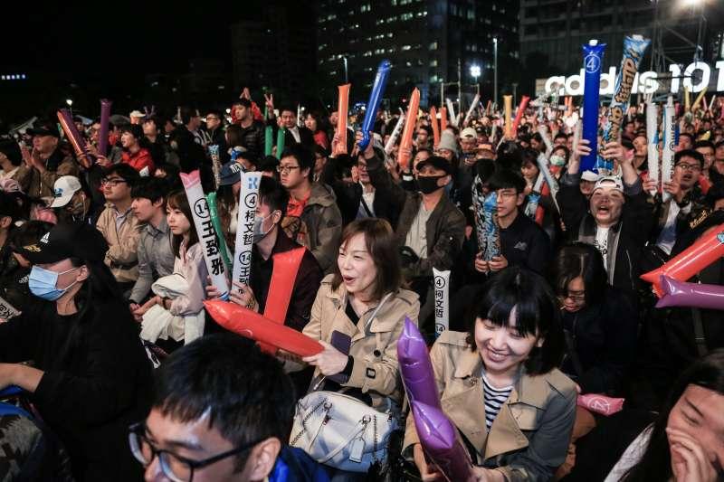 20181123-台北市長柯文哲23日於四四南村舉辦「公民自覺,藍綠共生」選前之夜。(簡必丞攝)