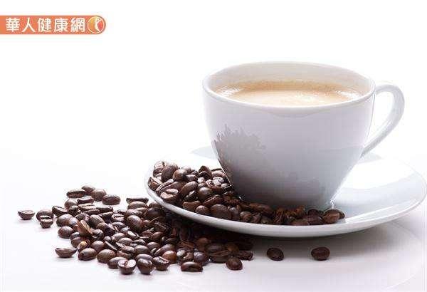 生咖啡豆經過加熱烘培,生成一連串反應,其中最重要的兩種反應,為焦糖化反應與梅納反應,會含有丙烯醯胺。(圖/華人健康網提供)