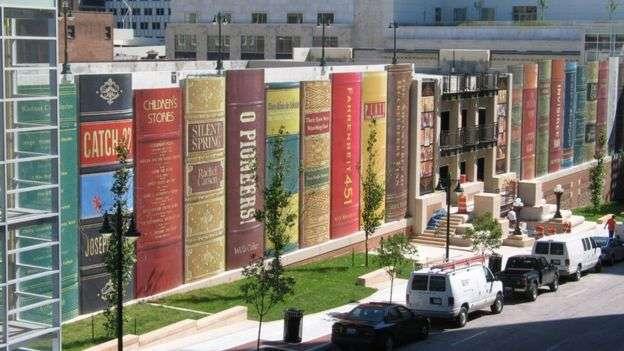 美國圖書館外型的圖書館。(圖/BBC中文網)