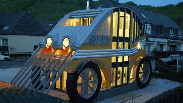 汽車造成的房子。(圖/BBC中文網)
