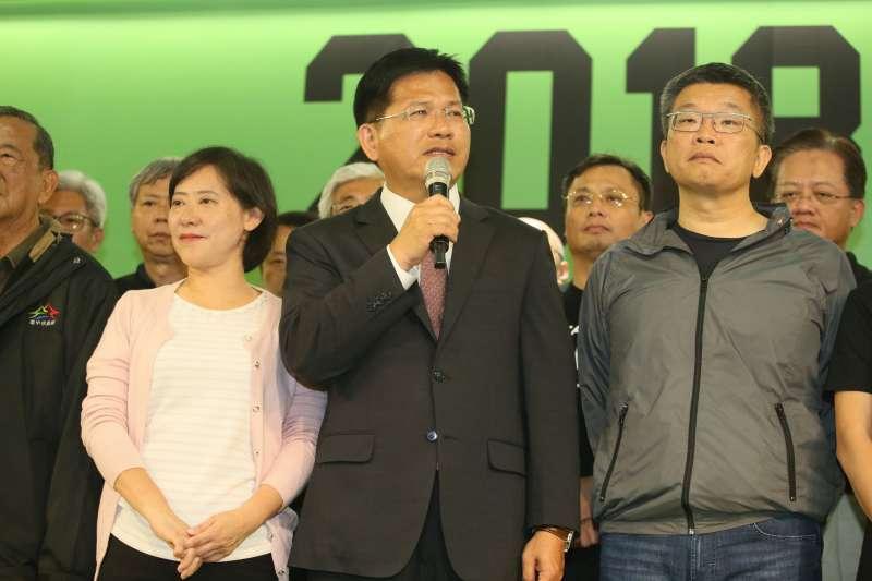 20181124_林佳龍(中)宣布敗選,太太廖婉如(左)。(新新聞柯承惠攝)