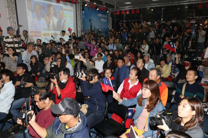 20181125-國民黨台北市長候選人丁守中25日凌晨2時30分在競選總部宣布將提起當選無效訴訟。(蘇仲泓攝)