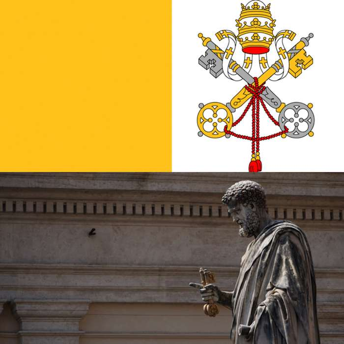 梵蒂岡國旗與手持鑰匙的聖伯多祿。 (曾廣儀攝)