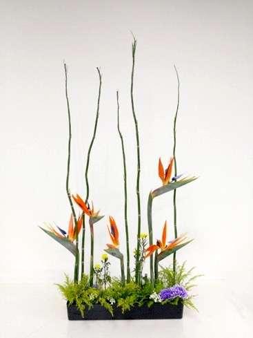 王宜玲指導學生完成的作品,將歐式及日式花藝優雅結合。(圖/王宜玲提供)