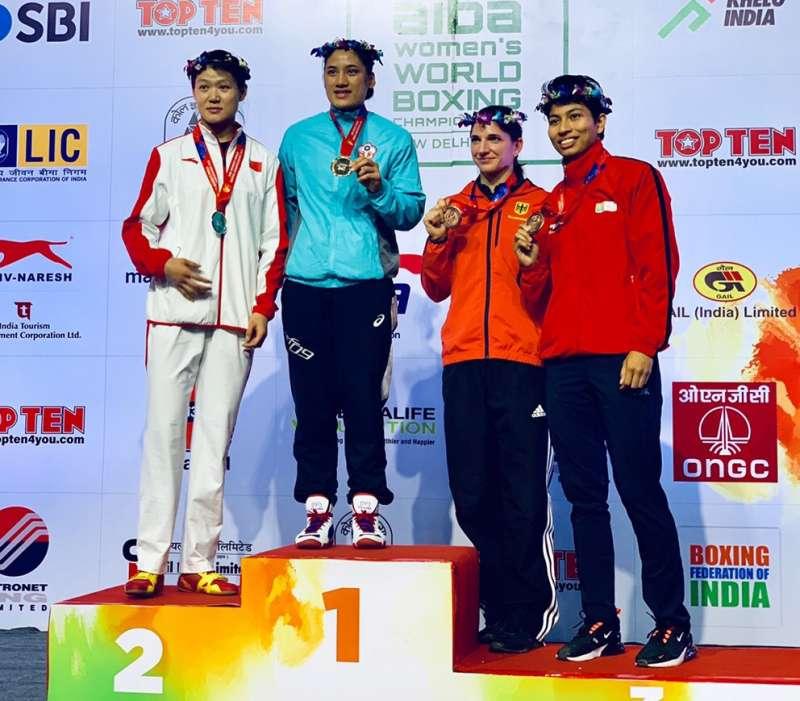 個頭比歐美選手嬌小的陳念琴(左二)下一個目標是挑戰2020年東京奧運。(圖/清華大學提供)