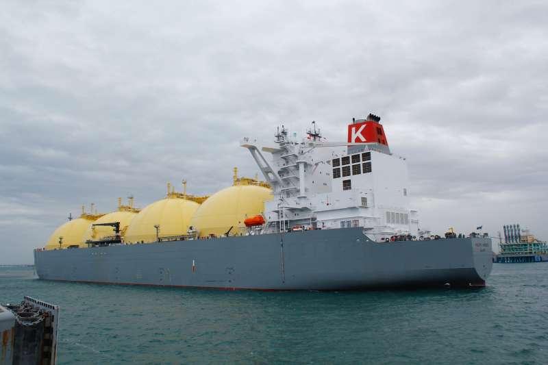 台灣中油公司與澳洲簽署第一紙澳洲氣源長約「Ichthys液化天然氣(LNG)計畫」,首批澳洲液化天然氣由「PACIFIC BREEZE」LNG船載運抵台。(圖/中油公司提供)