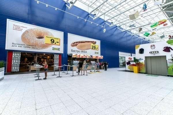 IKEA在上個月進行了一項實驗,提供支付現金的顧客一份免費的熱狗。(圖/數位時代提供)