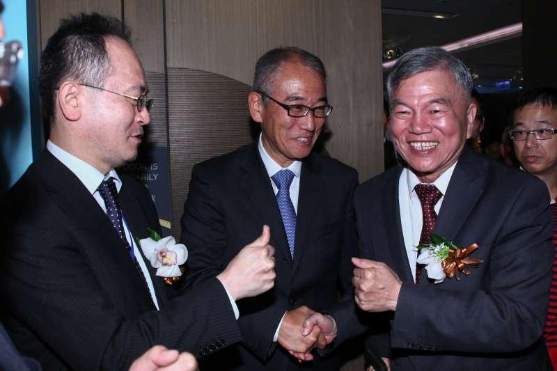 20181127-經濟部長沈榮津(右一)出席「NPI&MVOW(海龍離岸風電&菱重維特斯)風機供應備忘錄簽署」記者會。(蔡親傑攝)