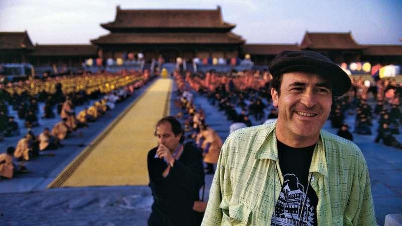 貝托魯奇在《末代皇帝》片場。(圖/BBC中文網)