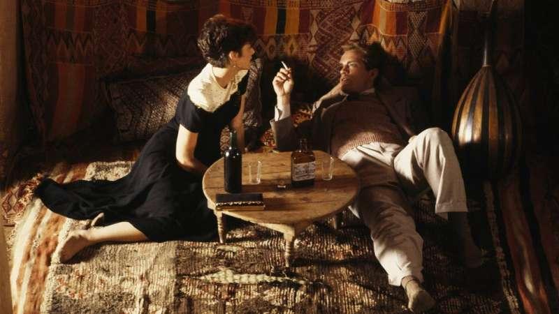 黛博拉·溫格與約翰·馬爾科維奇在拍攝現場。(圖/BBC中文網)