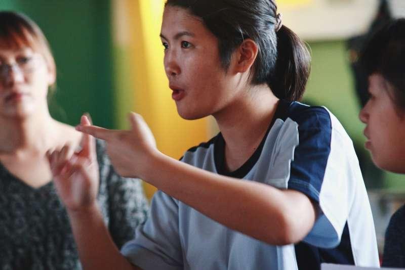 臺中啟聰林華萱同學表示:「很高興能有機會將自己所學的知識教給一般小學生以及其他啟聰同學,我也期待他們可以把學到的東西回去跟家人分享與討論。」(圖/風傳媒攝)