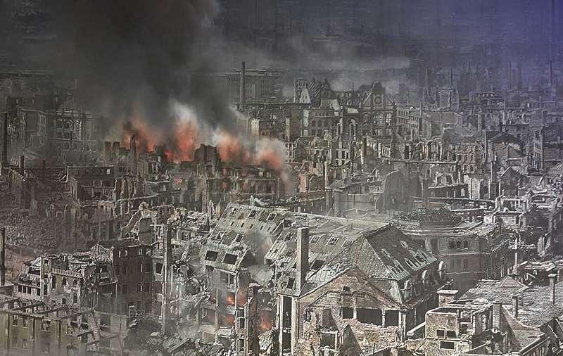 遭受攻擊後,陷入一片火海的德勒斯登。