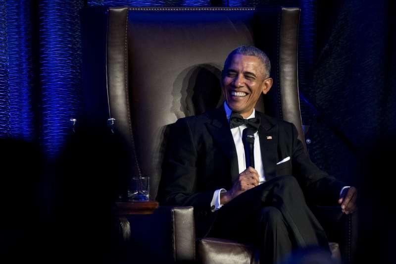 美國前總統歐巴馬稱,現今不同黨派的媒體讓讀者活在平行世界(AP)