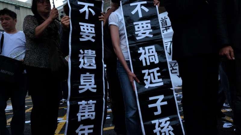 台灣的同志婚姻是否該入民法?抑或另立專法,成為公投案爭論目標。(圖/BBC中文網)