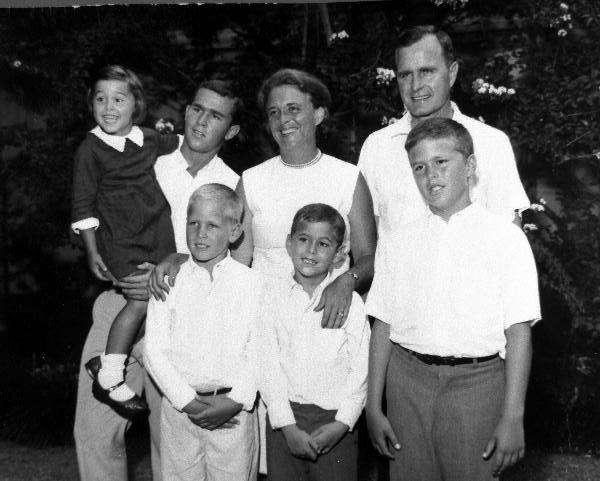 布希一家,攝於1960年代中期(維基百科/公有領域)