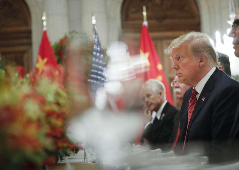 20181201-阿根廷G20峰會,美國總統川普與美國代表團成員:龐畢歐、馬努欽、萊特希澤、庫許納、柯德洛和波頓。(AP)