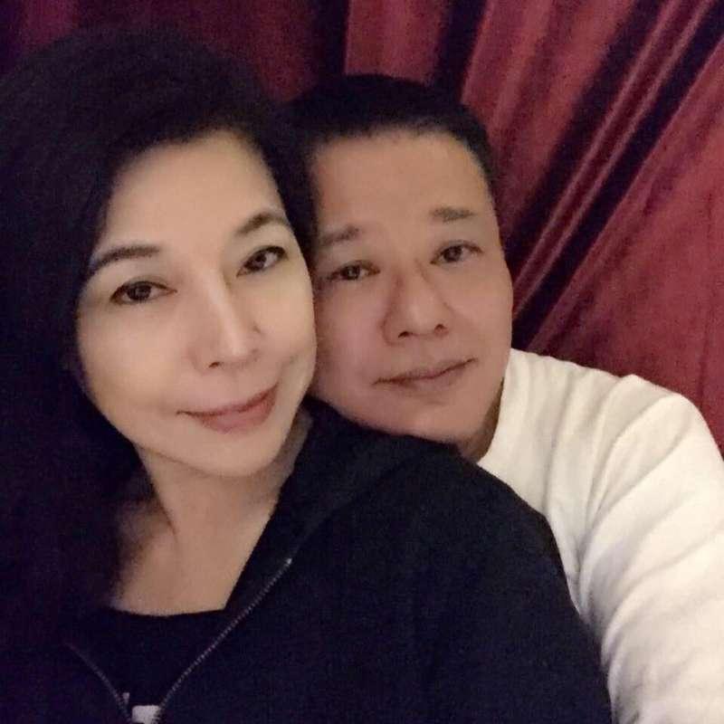 20181202_藝人安迪(右)和太太陳慧娥。(翻攝臉書「安迪&阿娥藝家人」)