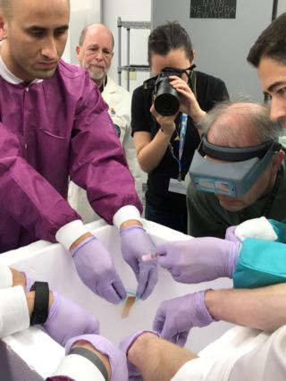 Micro-11 實驗的精子樣本抵達美國國家太空總署佛羅里達州肯尼迪航天中心,研究人員準備將其發射到國際太空站。(圖/智慧機器人網提供)