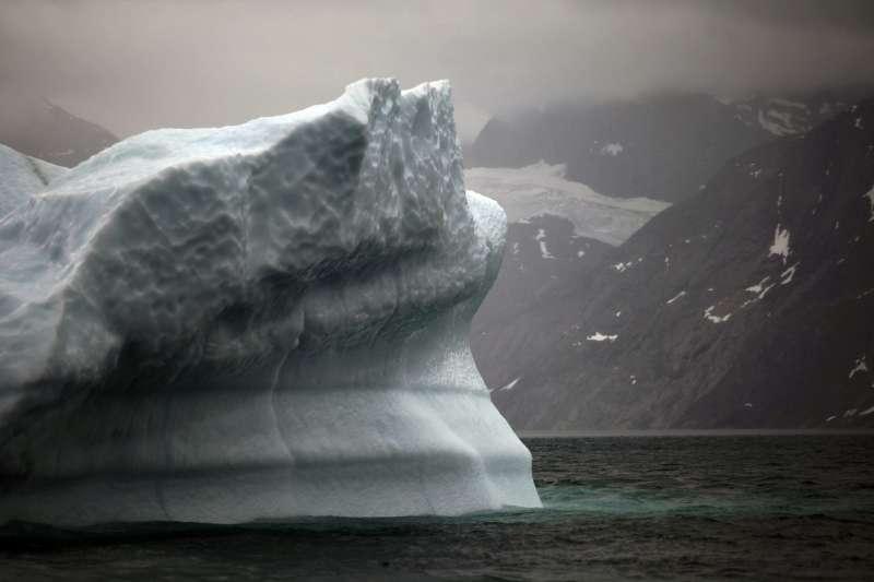 冰山融化的聲音阻礙鯨魚相互溝通。(美聯社)