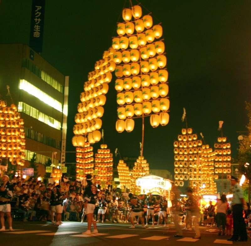 傳統秋田竿燈祭的米袋造型,燈籠外觀宛如稻穗。(圖/雲彩之虹提供)