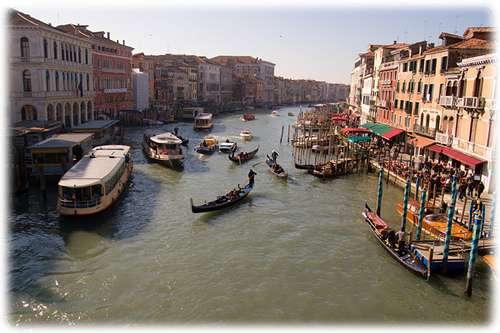 已發臭污濁的威尼斯水道(圖/網路截圖)