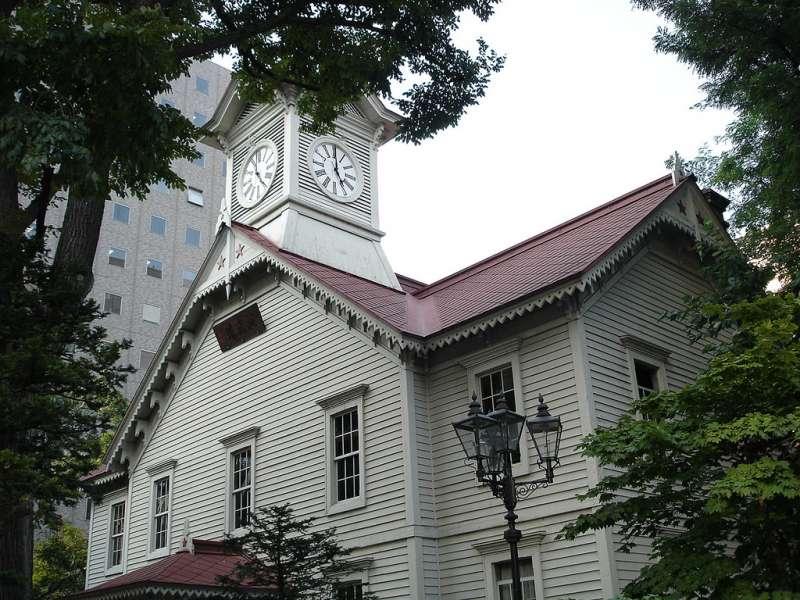 遭大樓包圍的札幌鐘樓(圖/網路截圖)