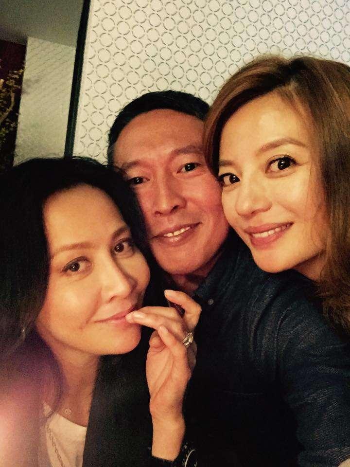 20181206-導演鈕承澤(中)曾和港星劉嘉玲(左)傳過緋聞。(取自鈕承澤臉書)