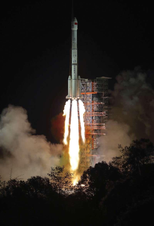 2018年12月8日,中國「嫦娥四號」月球探測器在西昌衛星發射中心發射成功。(AP)