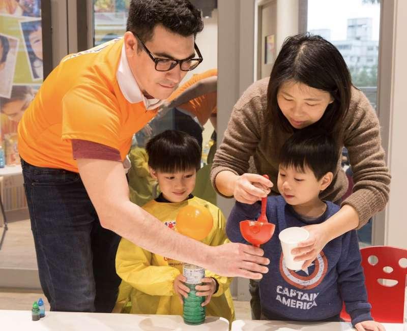 家長傾力支持是孩子學好語言的重要關鍵(圖/ Graceful Hands TW)