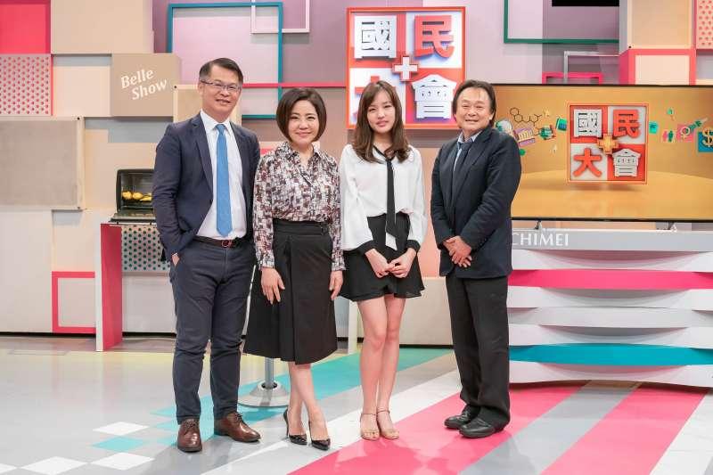 20181211_TVBS節目《國民大會》邀請韓冰與王世堅一起暢談高雄願景。(TVBS提供)