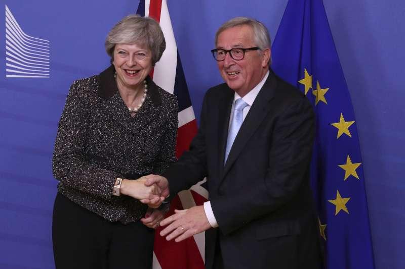 12月11日,英國首相梅伊前往比利時布魯塞爾,與歐盟執委會主席容克會面(美聯社)
